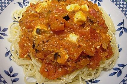 Spaghetti mit Schafskäse - Oliven - Soße