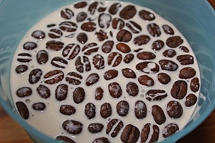 Weiße Espresso - Panna Cotta mit Himbeeren 9