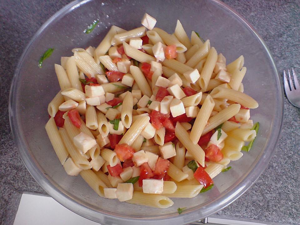 schneller party nudelsalat mit tomate und mozzarella