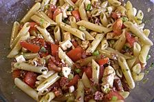 Schneller Party - Nudelsalat mit Tomate und Mozzarella