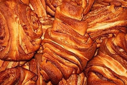 Zuckersüße Franzbrötchen 15