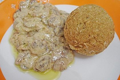 Grünkernknödel mit Champignonrahmsoße 1
