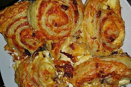Blätterteig-Schinken-Käse-Stangen 130