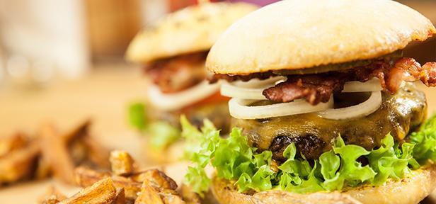 saftig hausgemachter yasilicious burger von yasiliciousde. Black Bedroom Furniture Sets. Home Design Ideas