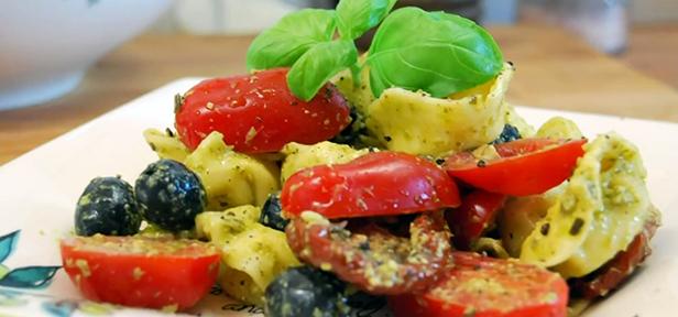 tortellini pesto salat rezept mit bild von multikochde. Black Bedroom Furniture Sets. Home Design Ideas